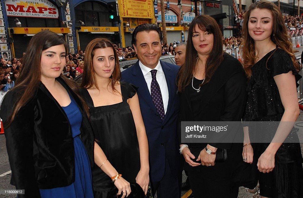 """Ocean's Thirteen"" Los Angeles Premiere - Red Carpet : News Photo"