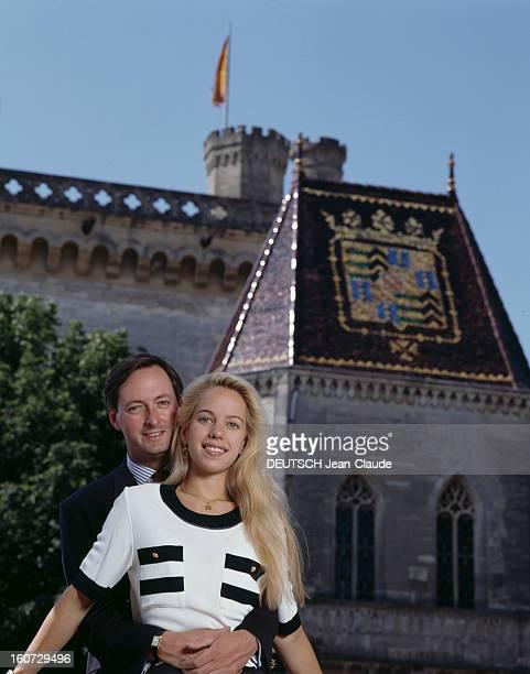 Alessandra Passerin D'entrèves And Jacques De Crussol D'uzes In Uzes A Uzès ALESSANDRA PASSERIN D'ENTREVES et JACQUES DE CRUSSOL D'UZES posant devant...