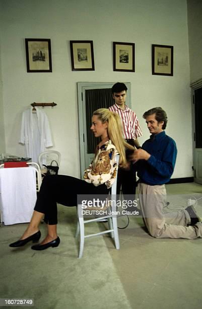 Alessandra Passerin D'entrèves Marries Jacques De Crussol D'uzes A Uzès ALESSANDRA PASSERIN D'ENTREVES se faisant coiffer avant son mariage