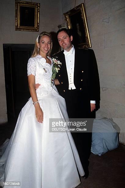 Alessandra Passerin D'entrèves Marries Jacques De Crussol D'uzes A Uzès portrait en intérieur d' ALESSANDRA PASSERIN D'ENTREVES et JACQUES DE CRUSSOL...