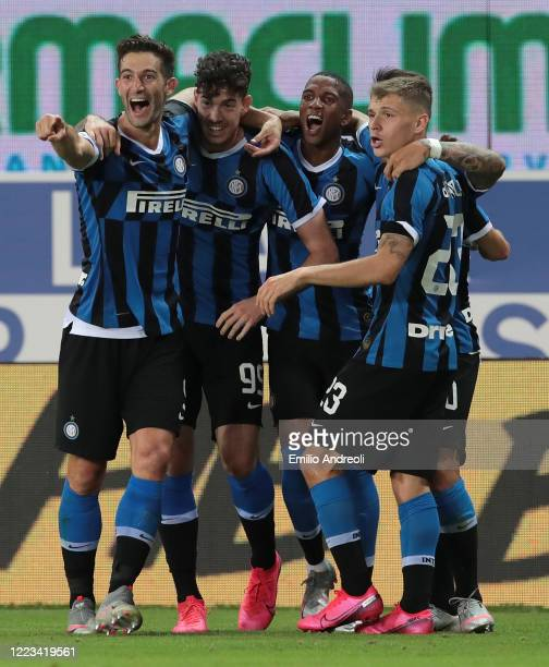Alessandro Bastoni of FC Internazionale celebrates his goal with his team-mates during the Serie A match between Parma Calcio and FC Internazionale...