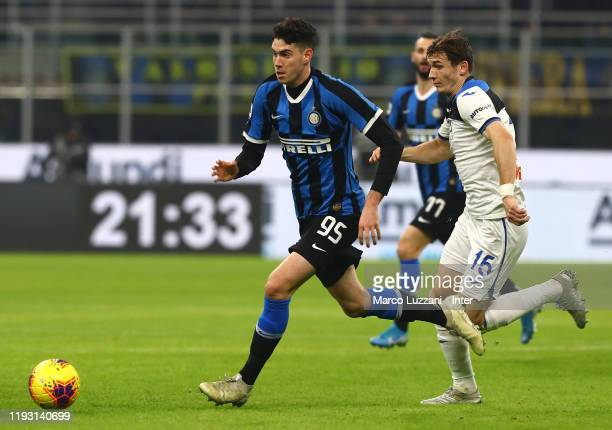 Alessandro Bastoni of FC Internazionale competes for the ball with Marten De Roon of Atalanta BC during the Serie A match between FC Internazionale...