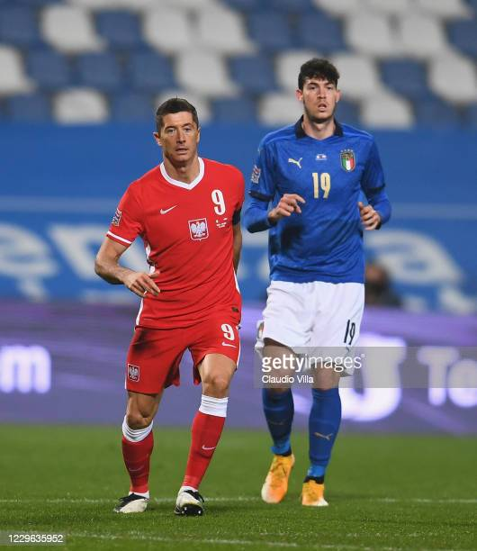 Alessandro Bastoni of Italy and Robert Lewandowski of Poland look on during the UEFA Nations League group stage match between Italy and Poland at...