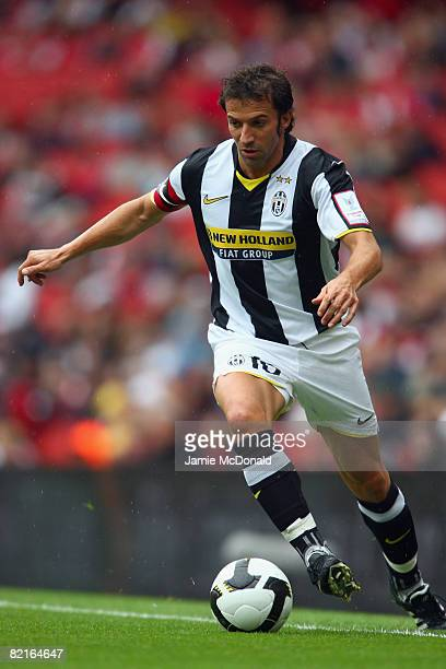 Alessandro Del Piero of Juventus in action during the preseason friendly match between Juventus and SV Hamburg during the Emirates Cup at the...