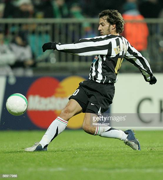Alessandro del Pierro of Juventus runs with the ball during the UEFA Champions League round sixteen first leg match between Werder Bremen and...