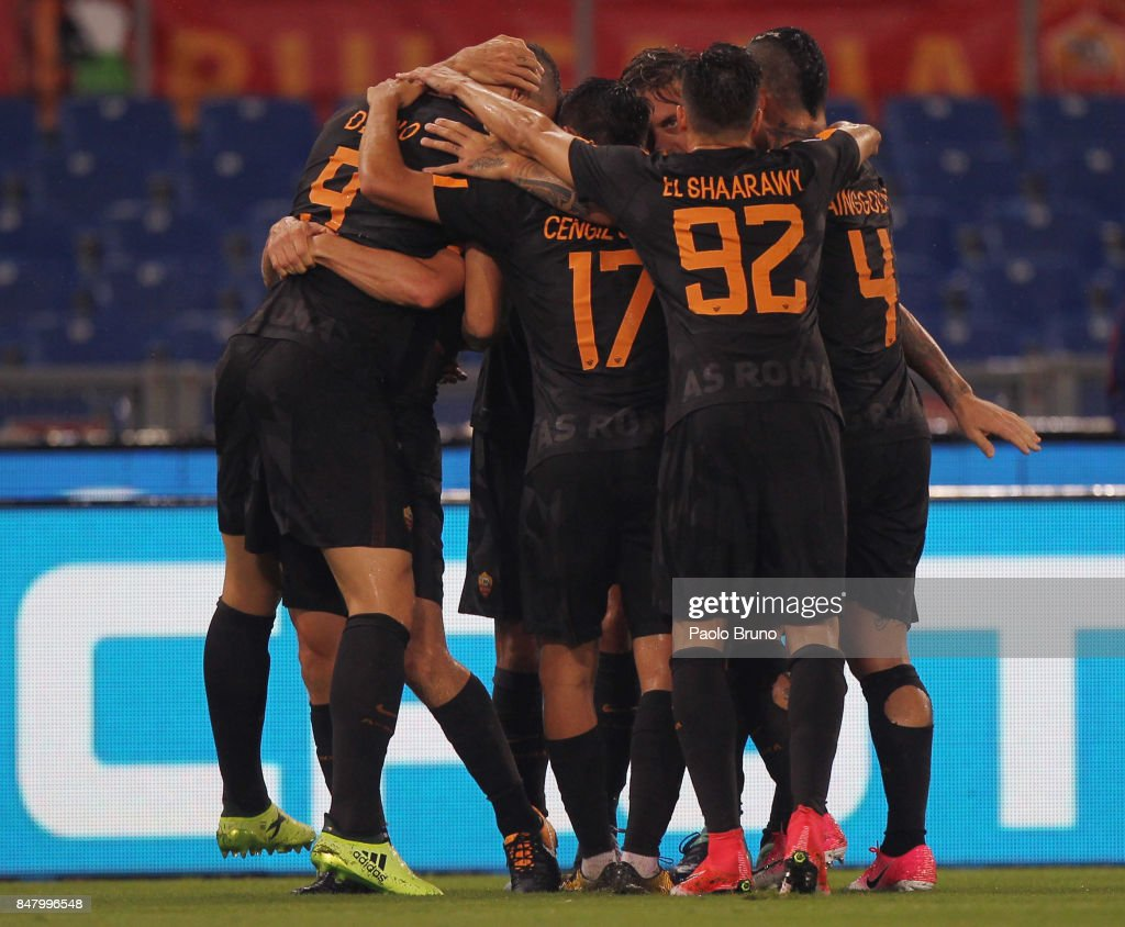 Alessandro Florenzi and Ediz Dzeko with their teammates of AS Roma celebrate after the team's secod goal during the Serie A match between AS Roma and Hellas Verona FC at Stadio Olimpico on September 16, 2017 in Rome, Italy.