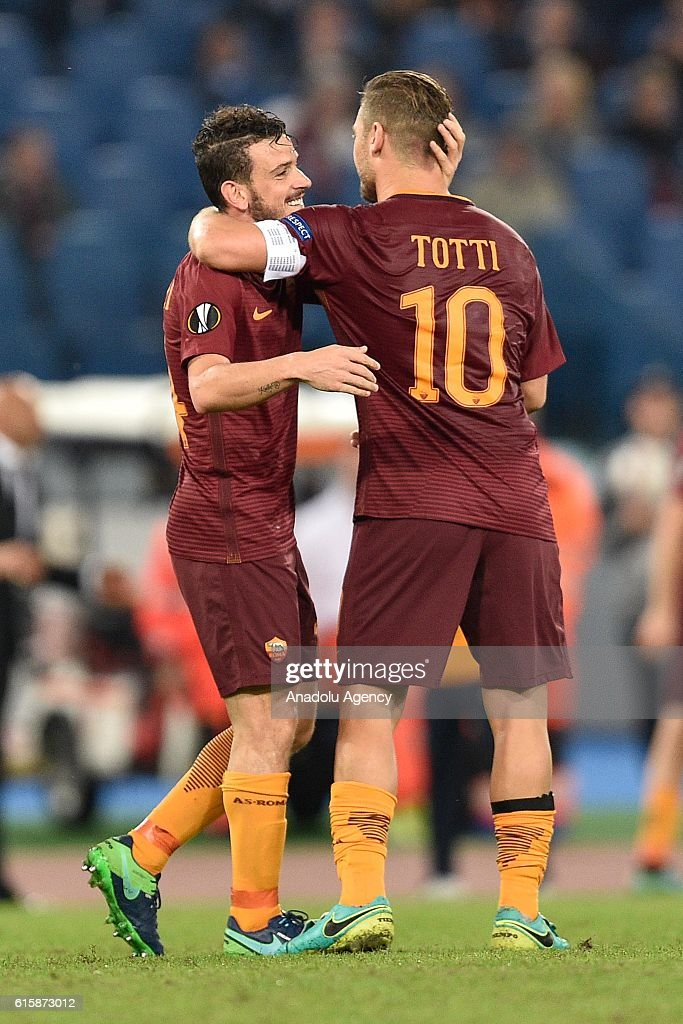 ¿Cuánto mide Alessandro Florenzi? - Real height Alessandro-florenzi-at-francesco-totti-of-as-roma-celebrates-with-his-picture-id615873012
