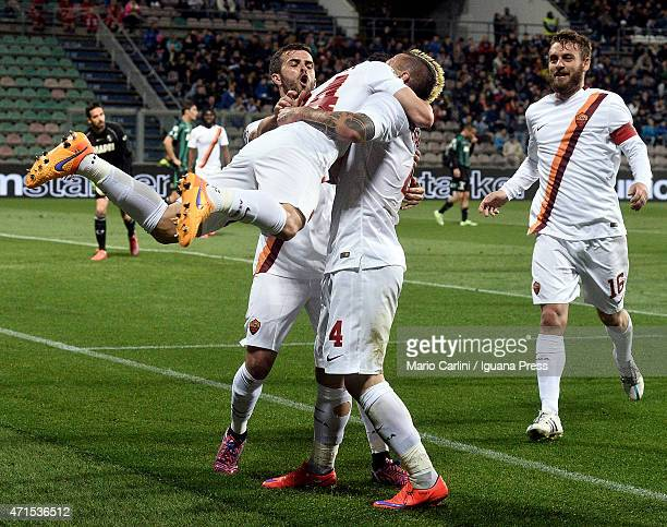 Alessandro Florenzi of AS Roma celebrates after scoring his team's second goal during the Serie A match between US Sassuolo Calcio and AS Roma on...
