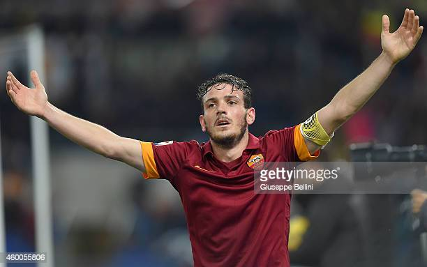 Alessandro Florenzi of AS Roma celebrates the goal 22 of Adem Ljajic during the Serie A match between AS Roma and US Sassuolo Calcio at Stadio...