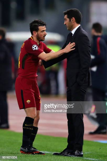 Alessandro Florenzi of AS Roma talks with Manager of Shakhtar Donetsk Paulo Fonseca during the UEFA Champions League Round of 16 Second Leg match...