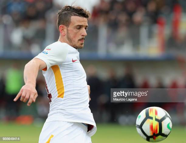 Alessandro Florenzi of Roma looks the ball during the serie A match between FC Crotone and AS Roma at Stadio Comunale Ezio Scida on March 18 2018 in...