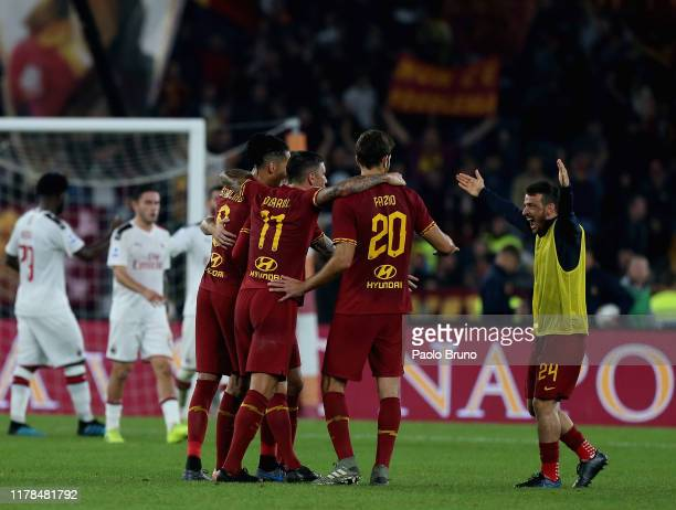Alessandro Florenzi with his teammates of AS Roma celebrates the victory after the Serie A match between AS Roma and AC Milan at Stadio Olimpico on...