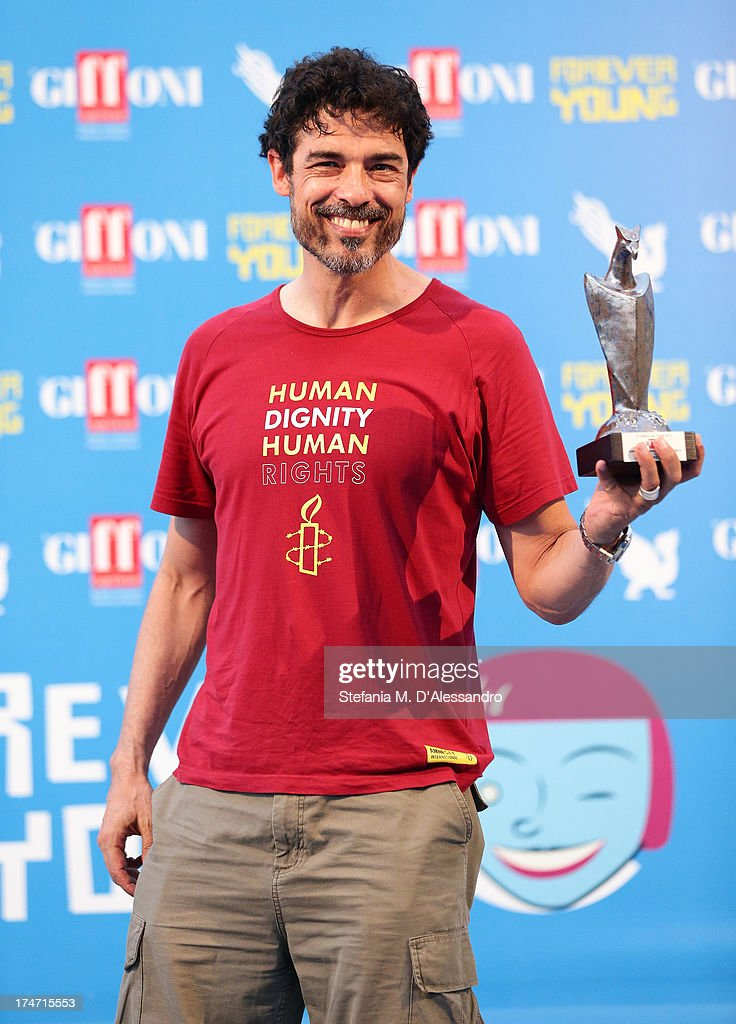 Alessandro Gassman poses with the Giffoni Award during 2013 Giffoni Film Festival on July 28, 2013 in Giffoni Valle Piana, Italy.