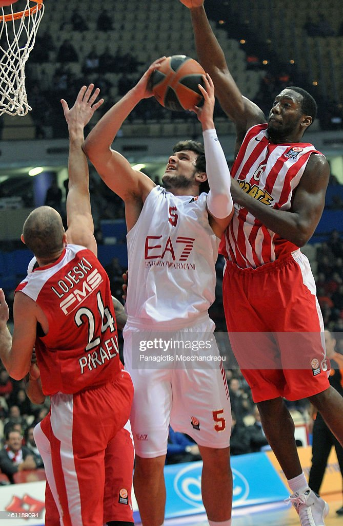 Olympiacos Piraeus v EA7 Emporio Armani Milan - Turkish Airlines Euroleague Top 16
