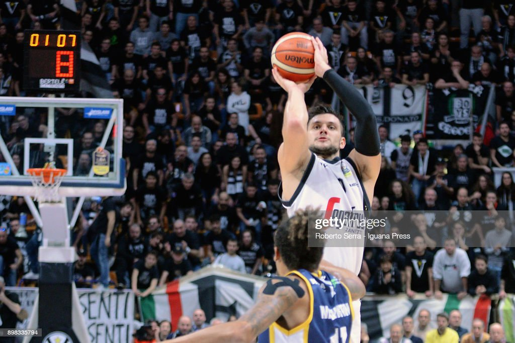 Alessandro Gentile of Segafredo competes with Deron Washington of Fiat during the LBA LegaBasket of serie A match between Virtus Segafredo Bologna and Auxilium Fiat Torino at PalaDozza on December 17, 2017 in Bologna, Italy.