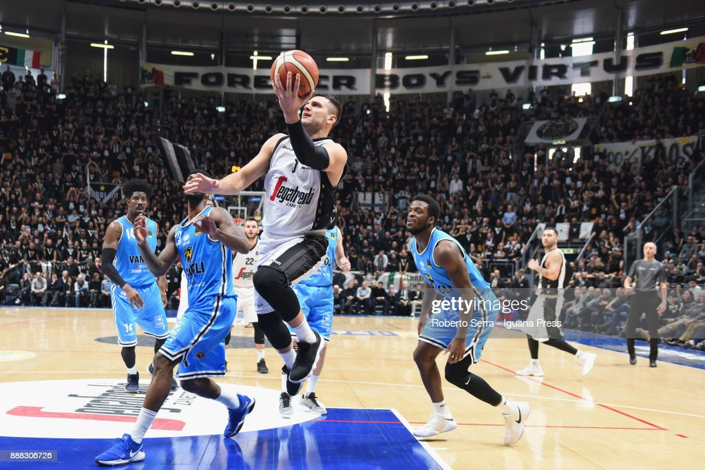 Alessandro Gentile (C) of Segafredo competes with Henry Sims (L) Landon Milbourne (C) and Kelvin Martin (R) of Vanoli during the LBA LegaBasket of Serie A match between Virtus Segafredo Bologna and Vanoli Cremona at PalaDozza on December 3, 2017 in Bologna, Italy.