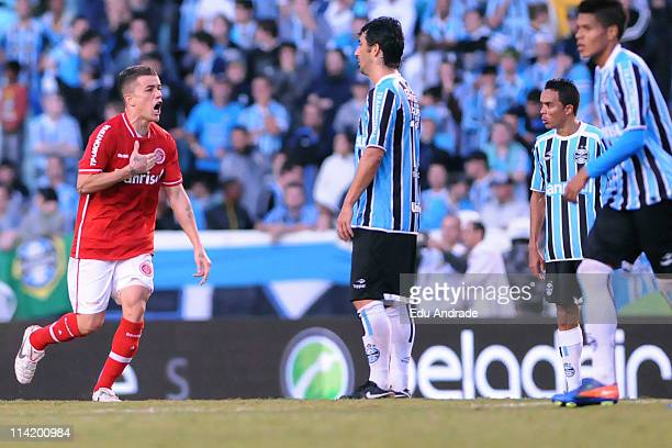 Alessandro ,jogador do Internacional comemora seu gol diante do Grêmio na partida realizada pela final do Campeonato Gaúcho 2011, na tarde de hoje no...