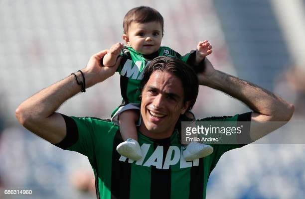 Alessandro Matri of US Sassuolo Calcio with his daughter Sofia celebrates at the end of the Serie A match between US Sassuolo and Cagliari Calcio at...