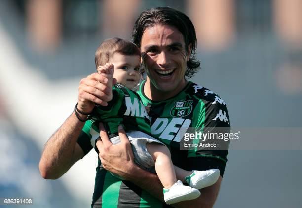Alessandro Matri of US Sassuolo Calcio with his daughter Sofia celebrates at the end of Serie A match between US Sassuolo and Cagliari Calcio at...
