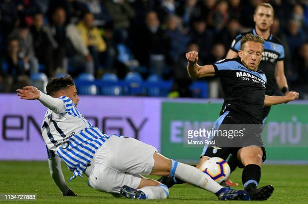 Alessandro Murgia of Spal competes for the ball with Lucas Leiva of SS Lazio during the Serie A match between SPAL and SS Lazio at Stadio Paolo Mazza...