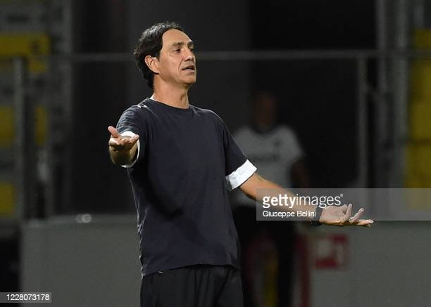 Alessandro Nesta head coach of Frosinone Calcio gestures during the Serie B Playoff Final first leg match between Frosinone Calcio and Spezia Calcio...