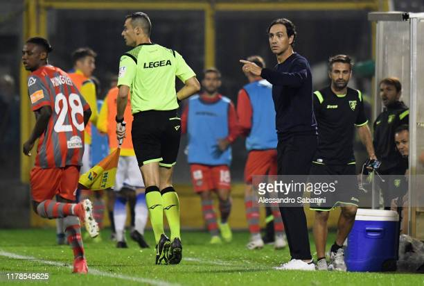 Alessandro Nesta head coach of Frosinone Calcio issues instructions to his players during the Serie B match between US Cremonese and Frosinone Calcio...
