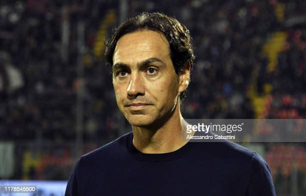 Alessandro Nesta head coach of Frosinone Calcio looks on during the Serie B match between US Cremonese and Frosinone Calcio at Stadio Giovanni Zini...
