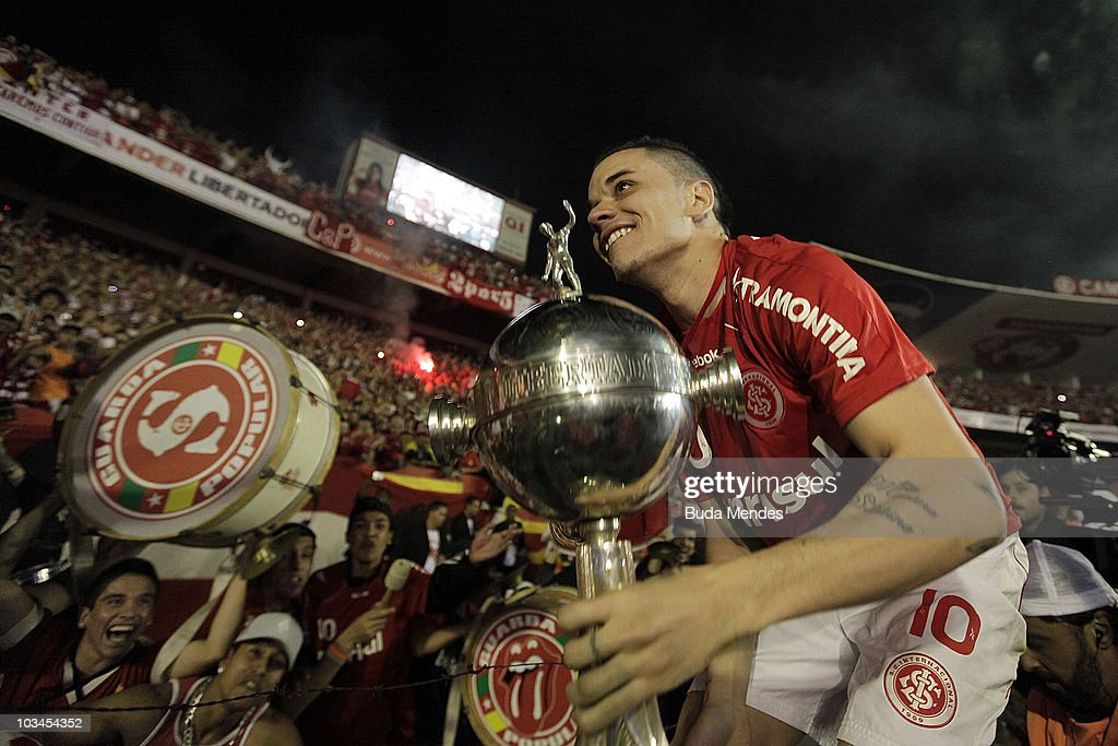 D'Alessandro of Internacional lift the trophy with fans after winning the match against Mexico's Chivas Guadalajara as part of Final 2010 Copa Santander Libertadores at Beira Rio Stadium on August 18, 2010 in Porto Alegre, Brazil.
