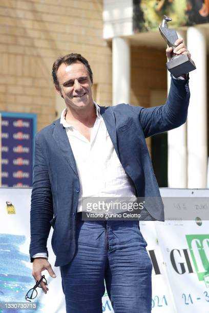 Alessandro Preziosi poses with the Giffoni Award on the blue carpet at the Giffoni Film Festival 2021 on July 26, 2021 in Giffoni Valle Piana, Italy.