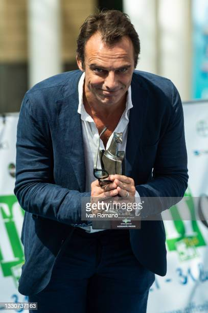 Alessandro Preziosi with Giffoni Award 2021 attends the blue carpet at the Giffoni Film Festival 2021 on July 26, 2021 in Giffoni Valle Piana, Italy.