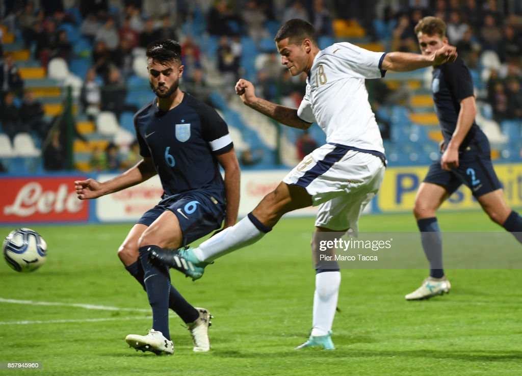 Alessandro Rossi of Italy U20 shoots the ball during the 8 Nations Tournament match between Italy U20 and England U20 on October 5, 2017 in Gorgonzola, Italy.