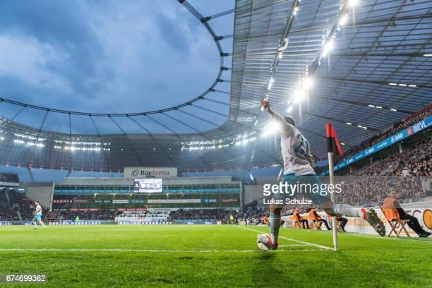 Alessandro Schoepf of Schalke shots a corner kick during the Bundesliga match between Bayer 04 Leverkusen and FC Schalke 04 at BayArena on April 28...