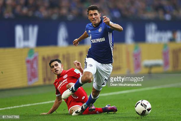 Alessandro Schopf of Schalke gets past the tackle from Jairo Samperio of FSV Mainz 05 during the Bundesliga match between FC Schalke 04 and 1 FSV...