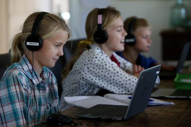 AUS: Rural Parents Struggle With Internet Infrastructure As They Home School Children During Coronavirus Lockdown