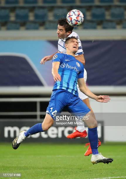 Alessio CastroMontes of KAA Gent battles for the ball with Carlos De Pena of Kyiv during the UEFA Champions League PlayOff first leg match between...