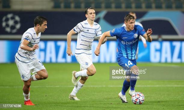 Alessio CastroMontes of KAA Gent battles for the ball with Carlos De Pena of Kyiv and Mykola Shaparenko of Kyiv during the UEFA Champions League...