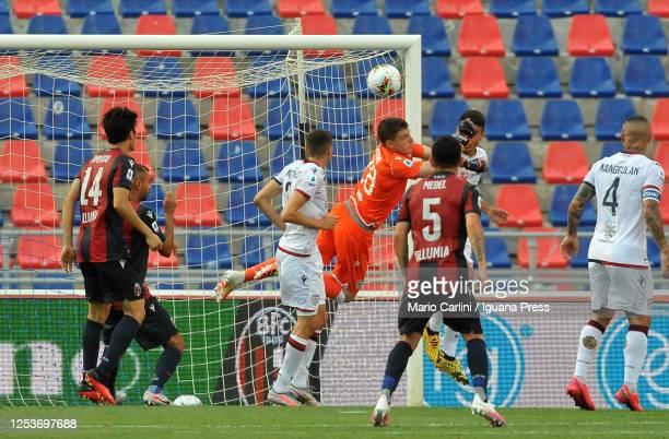 Alessio Cragno goalkeeper of Cagliari Calcio in action during the Serie A match between Bologna FC and Cagliari Calcio at Stadio Renato Dall'Ara on...