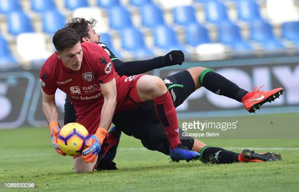 Alessio Cragno of Cagliari in action during the Serie A match between US Sassuolo and Cagliari at Mapei Stadium Citta' del Tricolore on January 26...