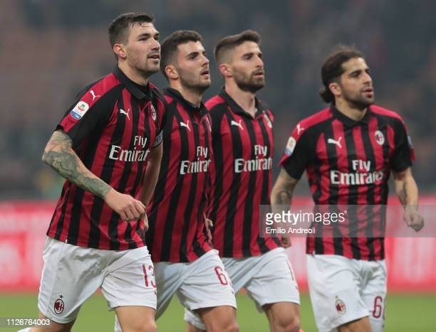 Alessio Romagnoli of AC Milan celebrates the victory with his teammates at the end of the Serie A match between AC Milan and Empoli at Stadio...