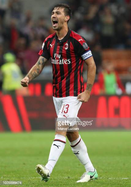 Alessio Romagnoli of AC Milan celebrates victory at the end of the serie A match between AC Milan and AS Roma at Stadio Giuseppe Meazza on August 31...