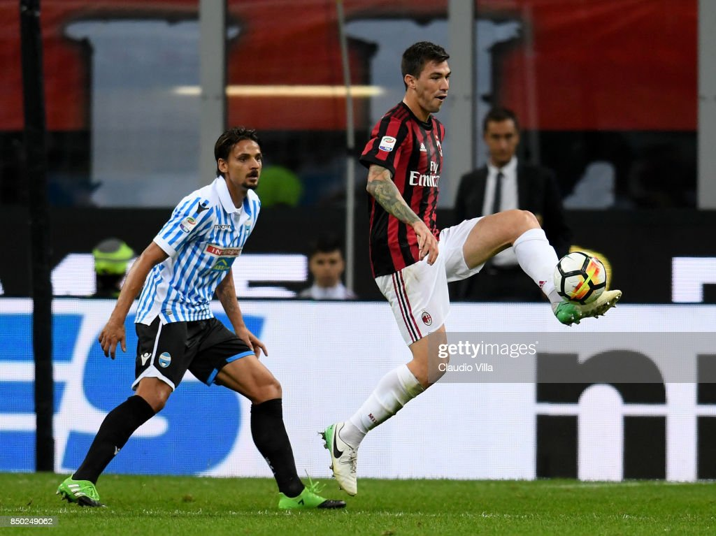 Alessio Romagnoli of AC Milan in action during the Serie A match between AC Milan and Spal at Stadio Giuseppe Meazza on September 20, 2017 in Milan, Italy.