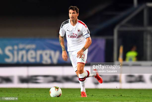 Alessio Romagnoli of AC Milan in action during the Serie A match between Hellas Verona and AC Milan at Stadio Marcantonio Bentegodi on September 15...