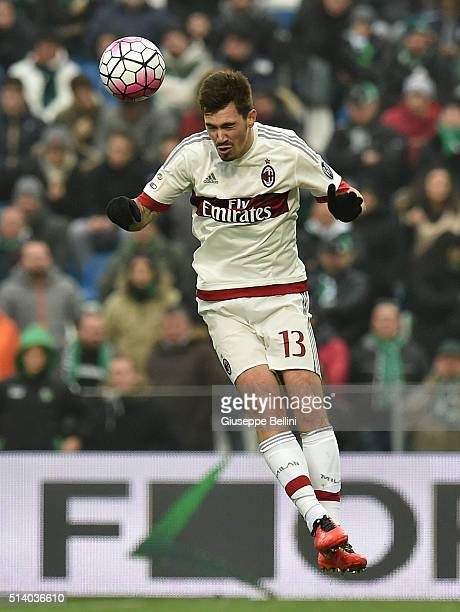 Alessio Romagnoli of AC Milan in action during the Serie A match between US Sassuolo Calcio and AC Milan at Mapei Stadium Città del Tricolore on...