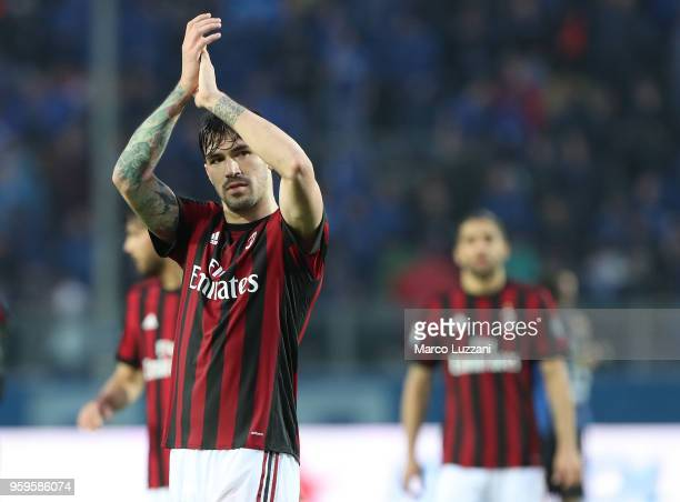 Alessio Romagnoli of AC Milan lsalutes the fans at the end of the serie A match between Atalanta BC and AC Milan at Stadio Atleti Azzurri d'Italia on...