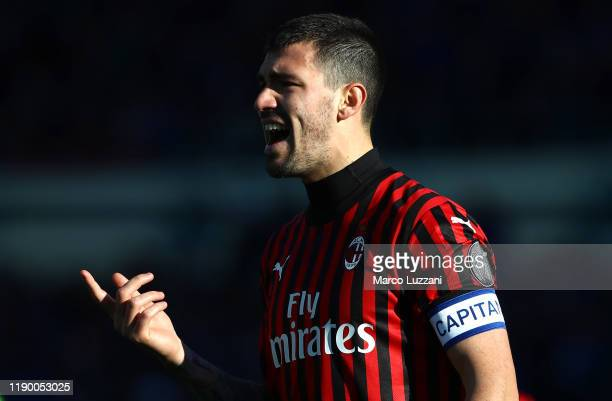 Alessio Romagnoli of AC Milan shouts to his teammates during the Serie A match between Atalanta BC and AC Milan at Gewiss Stadium on December 22 2019...