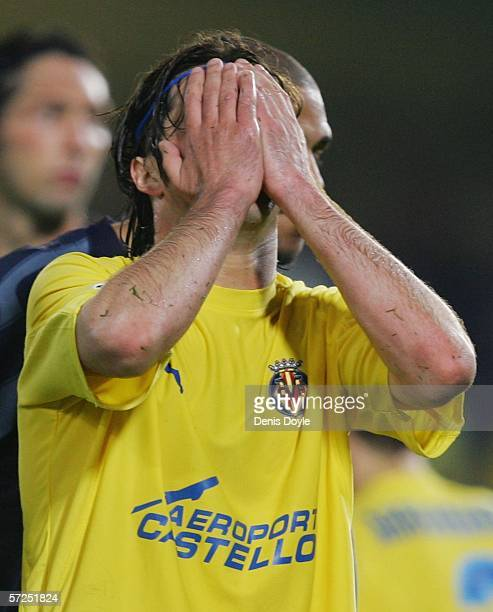 Alessio Tacchinardi of Villarreal reacts after missing a shot at goal during the UEFA Champions League Quarter Final Second Leg match between...