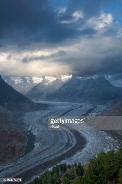 aletschgletscher, den größten der alpen - blick auf gletscher arena bei sonnenuntergang - schweiz - unesco stock-fotos und bilder