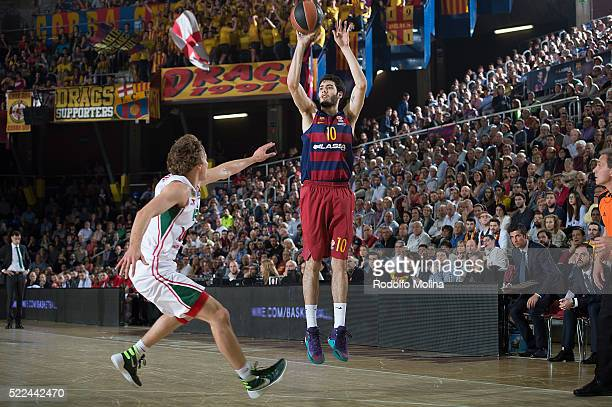 Alex Abrines, #10 of FC Barcelona Lassa in action during the 2015-2016 Turkish Airlines Euroleague Basketball Playoffs Game 3 between FC Barcelona...