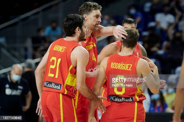 Alex Abrines, Pau Gasol, Willy Hernangomez and Sergio Rodriguez of Spain and xxxxxxxxx of Iran during fiendrly match between Spain and Iran to...