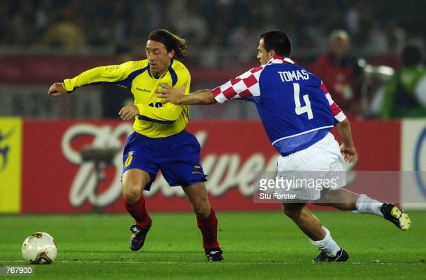 Alex Aguinaga of Ecuador takes the ball past Stjepan Tomas of Croatia during the FIFA World Cup Finals 2002 Group G match played at the International...